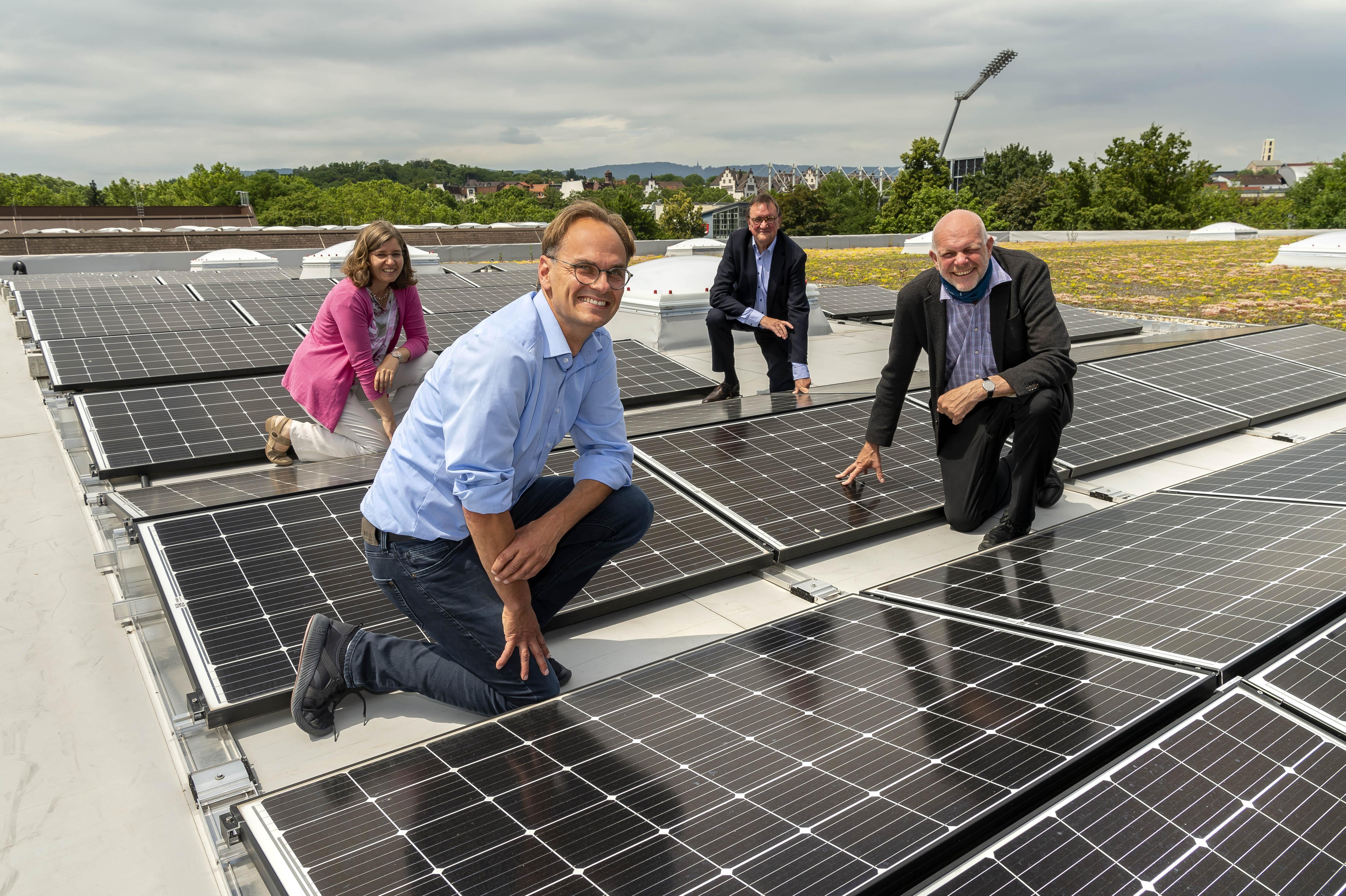 Neue PV-Anlage auf der task-Halle spart 15 Tonnen CO2 ein