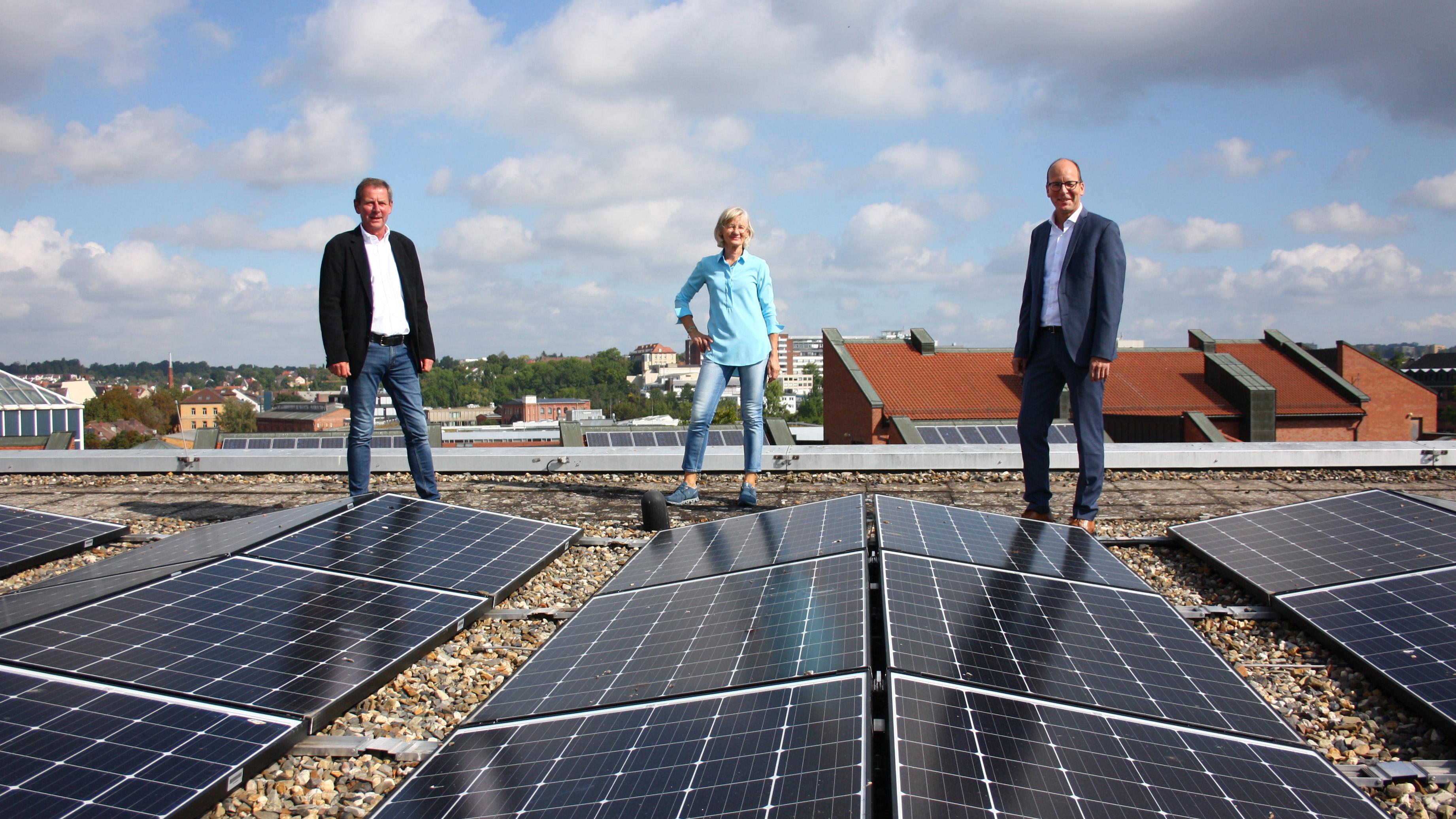 60 Tonnen CO2 pro Jahr weniger: Weitere PV-Anlagen auf den Dächern der Uni